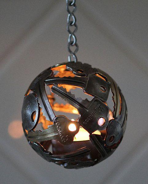 schl ssel eine kreative dekoidee handgemachtes pinterest alte schl ssel diy lampe und. Black Bedroom Furniture Sets. Home Design Ideas