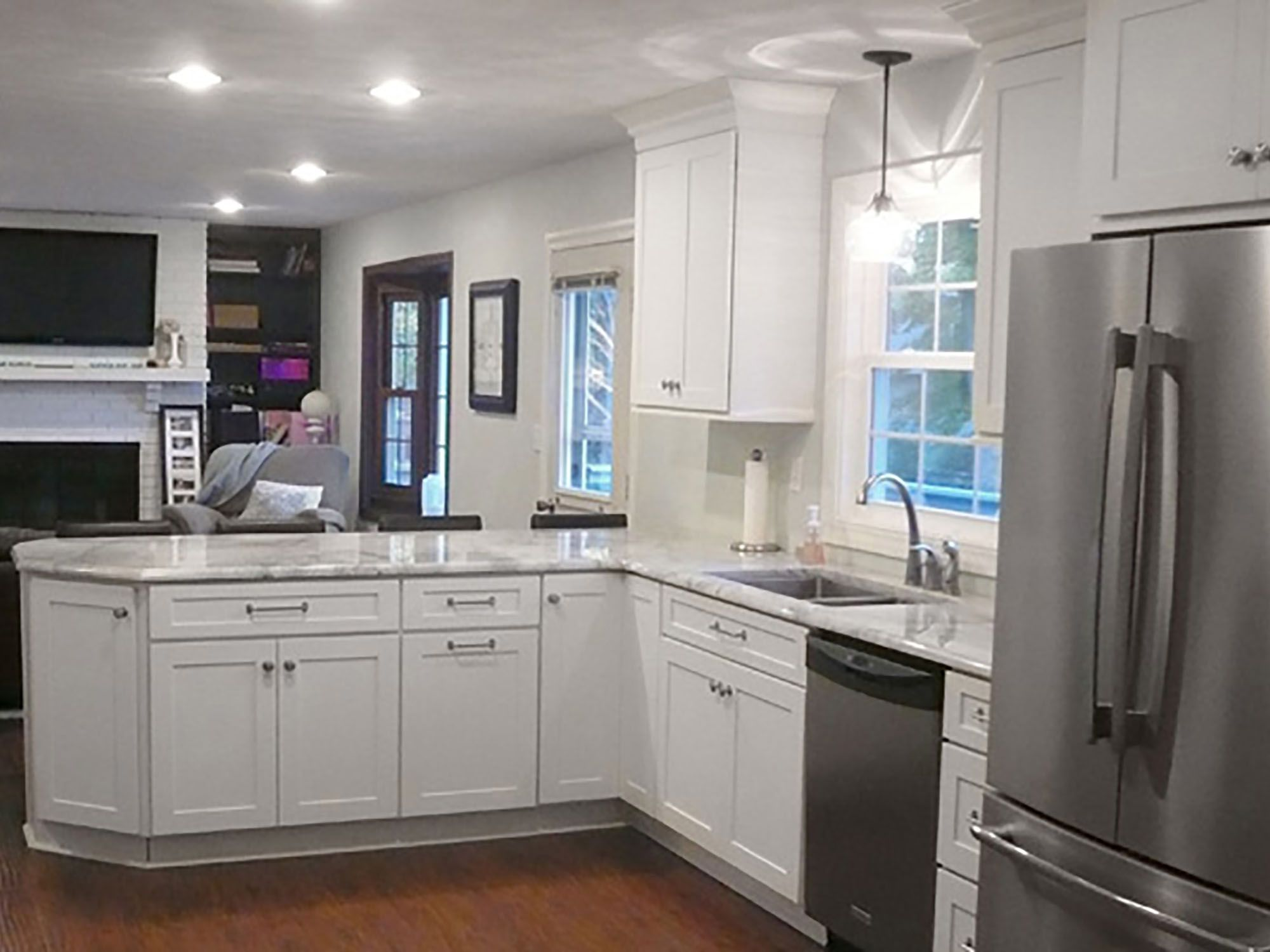 Leesburg Virginia Kitchen Built With Cherry Cabinets In A Traditional Raised Panel Style With Layered Crown Mold Kitchen Layout Kitchen Remodel Custom Kitchens