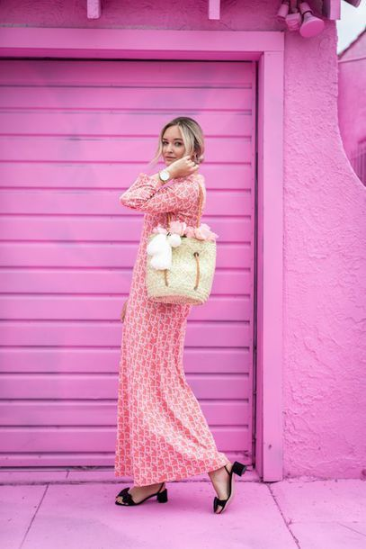 Light pink dress with black shoes