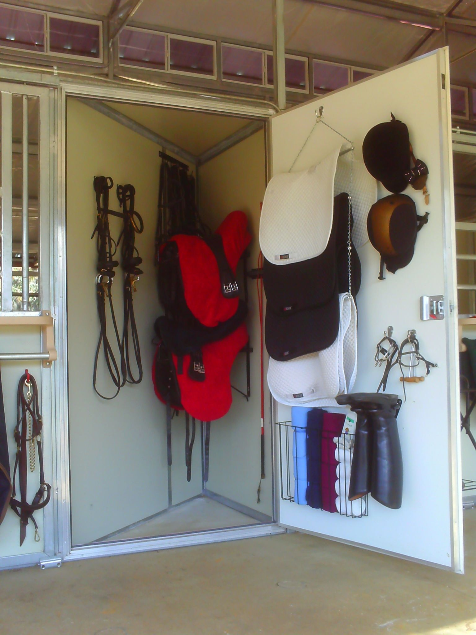 Badezimmer ideen 10x12 personal tack locker as part of your horseus stalllove this and