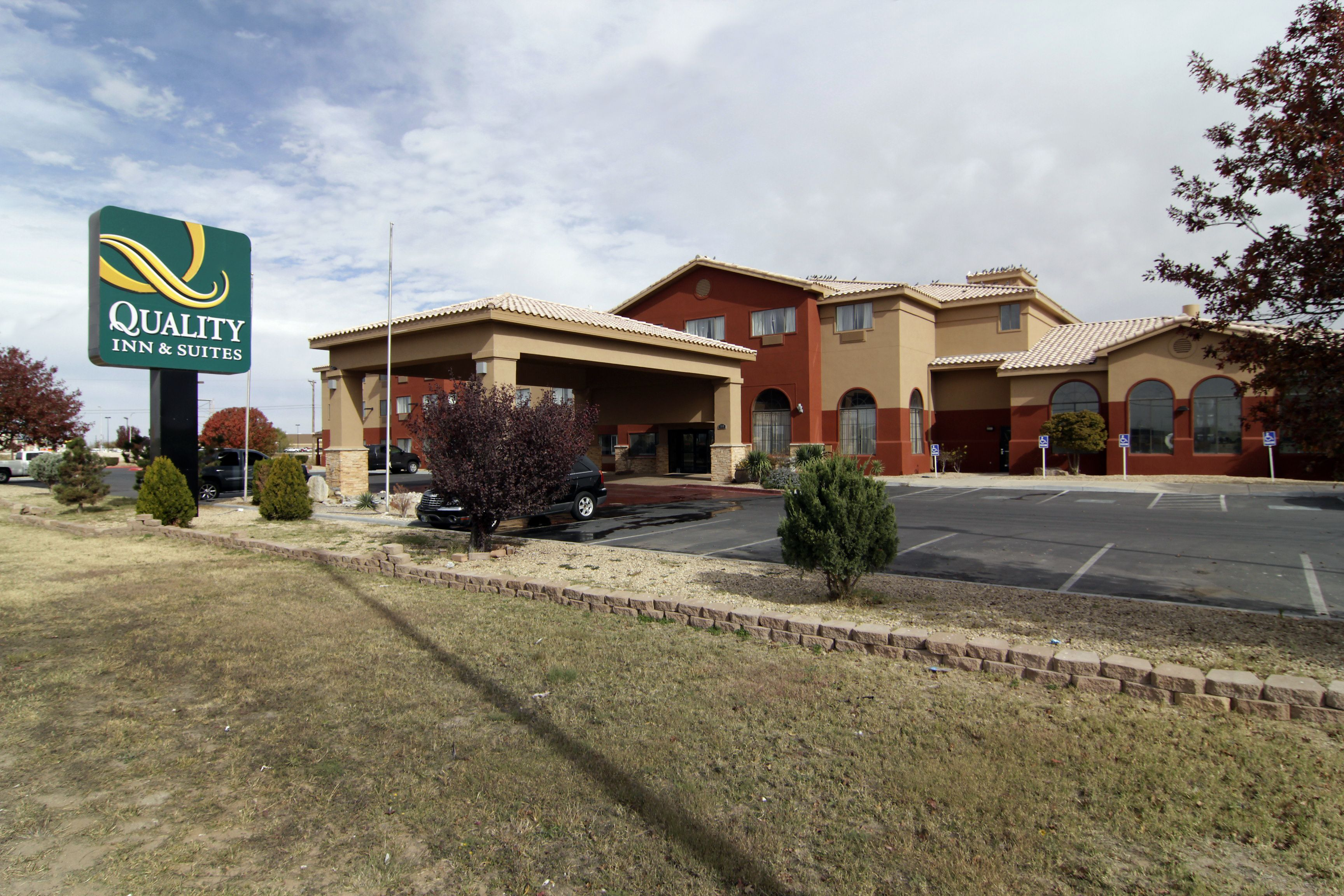 Welcome To Our Outstanding Quality Inn And Suites Hobbs New Mexico Hotel Located Near The University Mexico Hotels Hobbs New Mexico University Of The Southwest