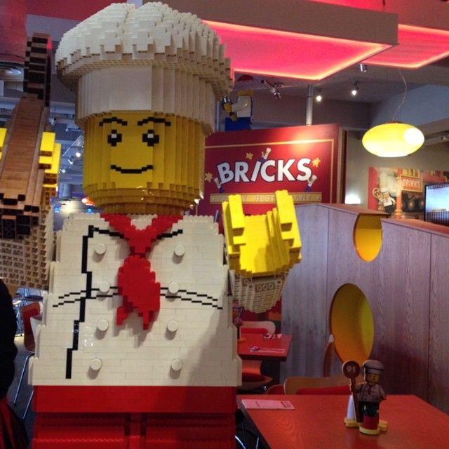 It's dinner time at Bricks Family Restaurant at the LEGOLAND Windsor ...