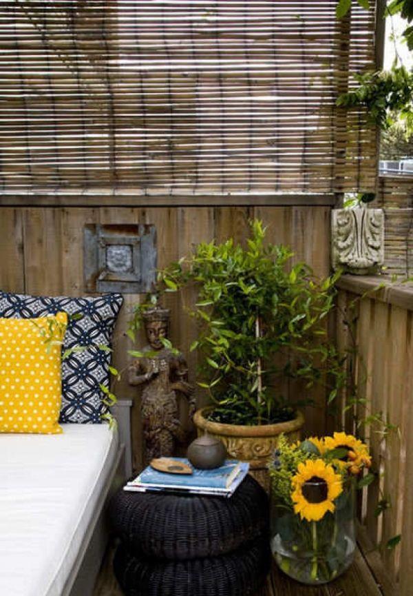 Sichtschutz Balkon Bambus Jalousien Holzgelander Sonnenblumen