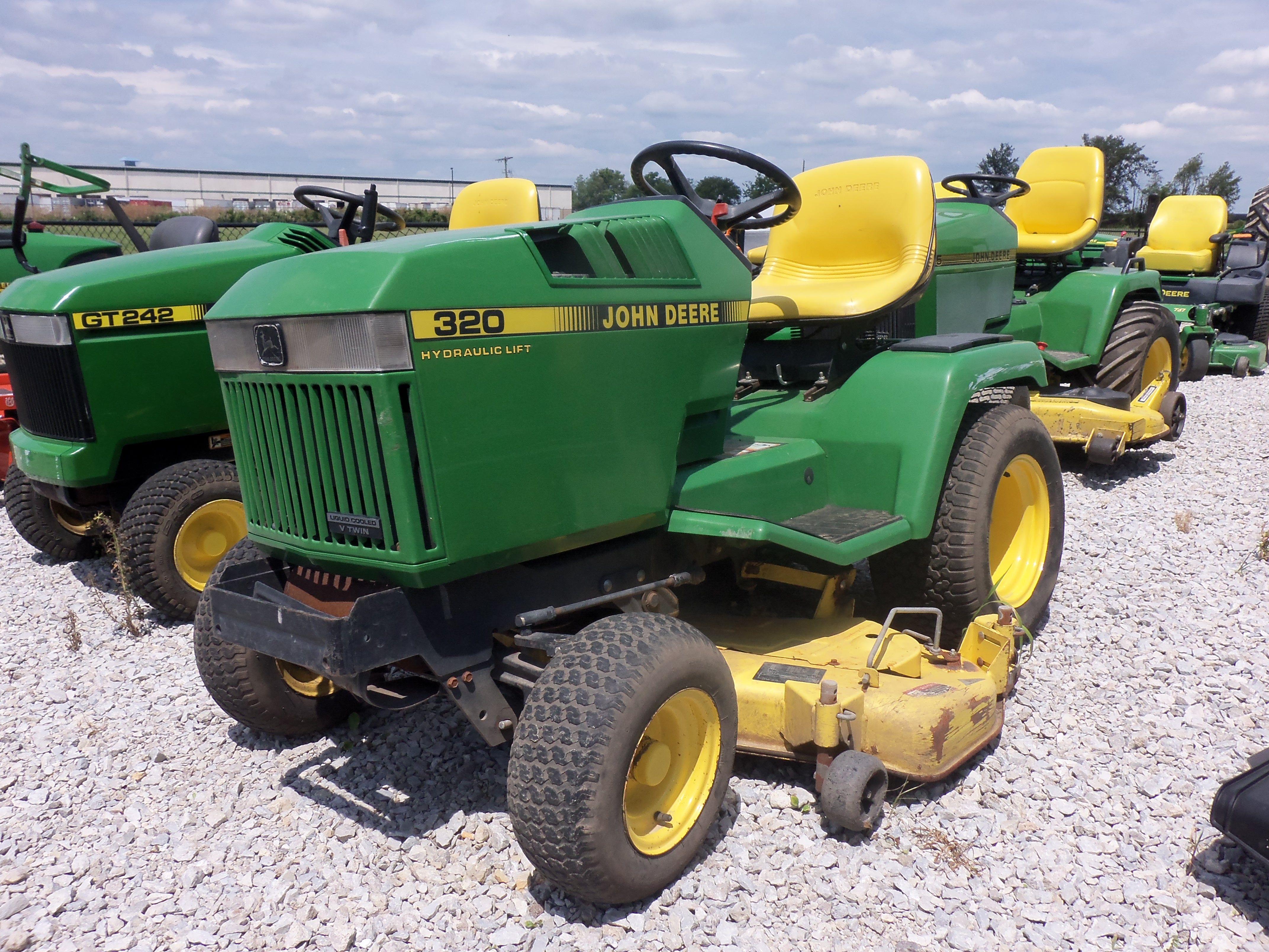 john deere 320 lawn garden tractor [ 4288 x 3216 Pixel ]