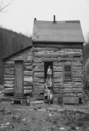 Very old log cabin and it 39 s residents american history for Appalachia homes