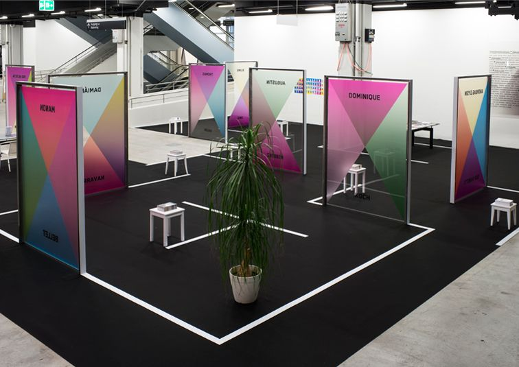 Exhibition Stand Used : Great use of lines and color tradeshow exhibit design