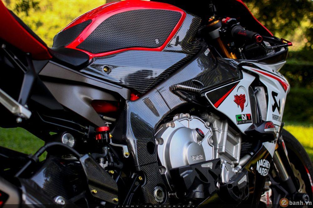 Siêu sao tốc độ Yamaha R1 đẳng cấp trong bản độ cực khủng | Show xe - 2banh.vn