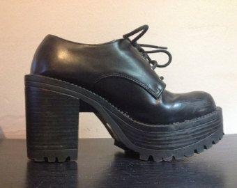 ann es 90 chaussures noires des ann es 1990 lacent. Black Bedroom Furniture Sets. Home Design Ideas