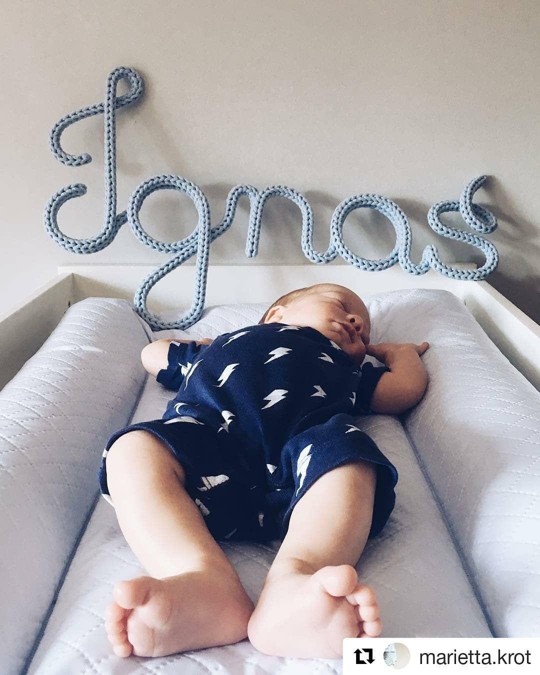 Ignas Mowi Dzien Dobry W Ten Upalny Poranek Przewijak Caro Premium Line To Piekno I Wygoda W Jednym Pikowane Wzornictwo Baby Onesies Bassinet Caro