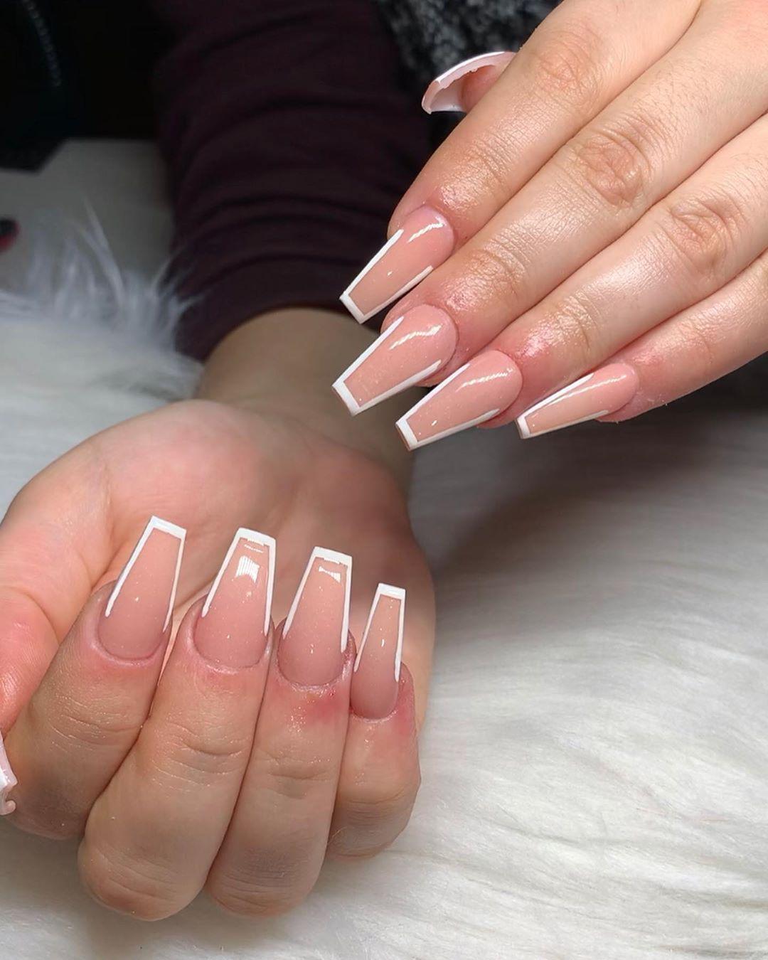 Outlined Nails Coffinnails Stilettonails Gelnails Gel Nailpolish Glassnails Rhinestonenails Nail Nails In 2020 White Tip Nails Sassy Nails Best Acrylic Nails