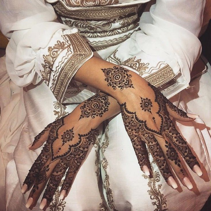 """Styled in Pakistan on Instagram: """"Loving this mehndi design😍 Please tag the artist below if you know!"""""""
