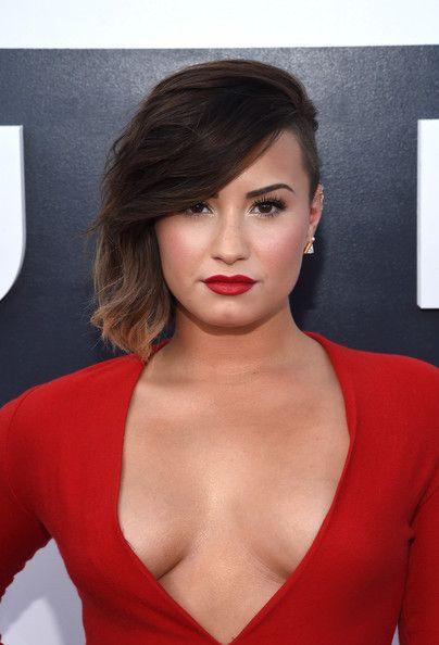 Demi Lovato Photos - MTV Video Music Awards Show - Zimbio