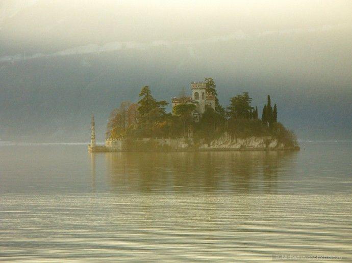 Замок на острове Лоретто