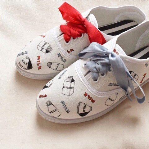 服に限らず靴にも毎年新たなトレンドがやってきますが、春にはやっぱり「白いスニーカー」がほしくなっちゃいますよね〜!  そんな「春一番」な白スニーカーを探している …