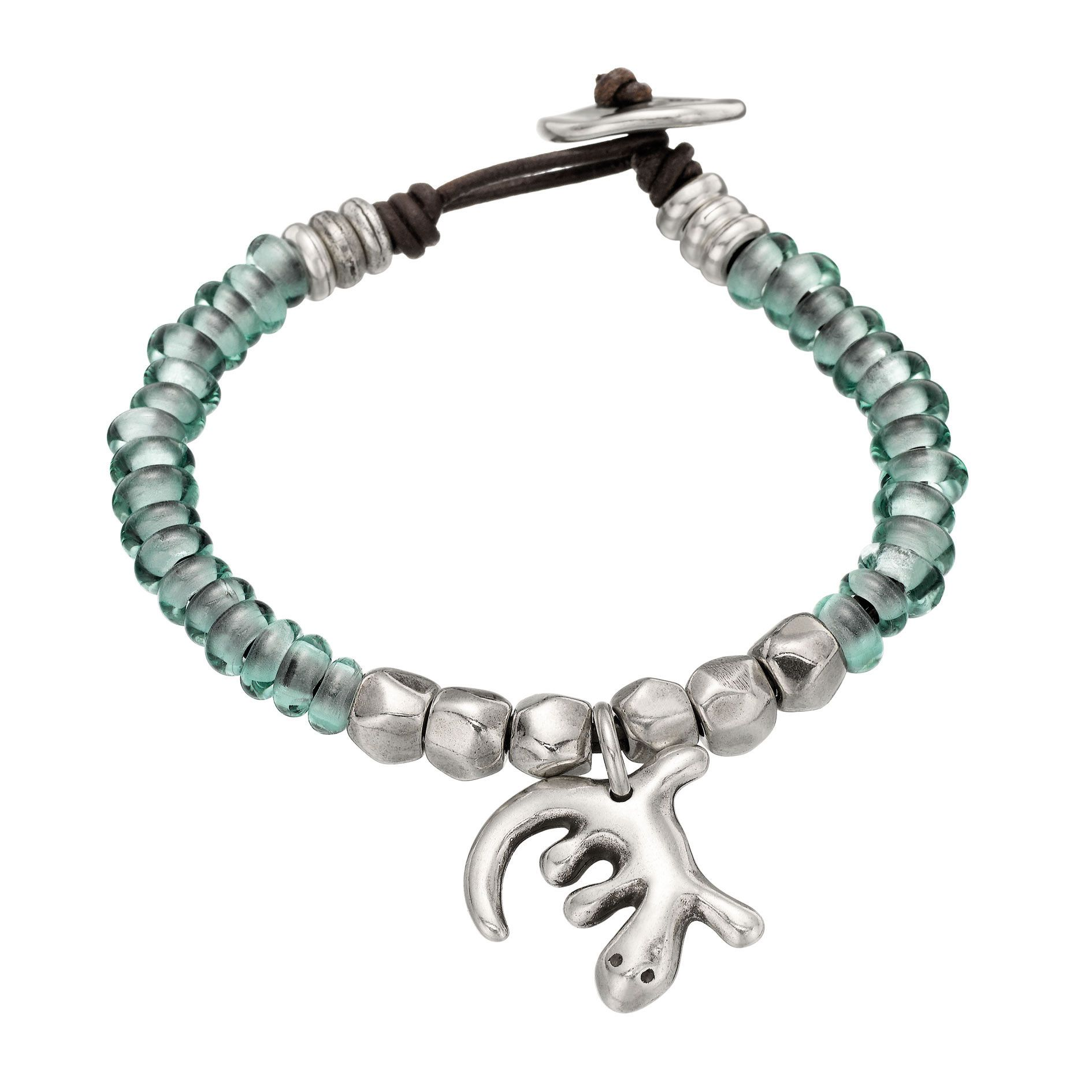 Leather bracelet featuring green glass and silver-plated metal beads, with a lizard charm. Beret-shaped clasp. With the uniquely unmistakable style of UNOde50, 100% handcrafted and made in Spain.