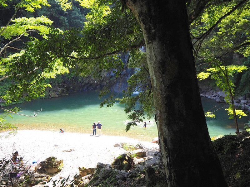 兵庫 関西の隠れ絶景スポット エメラルドグリーンの滝壺が美しい 八反の滝 絶景 滝 観光