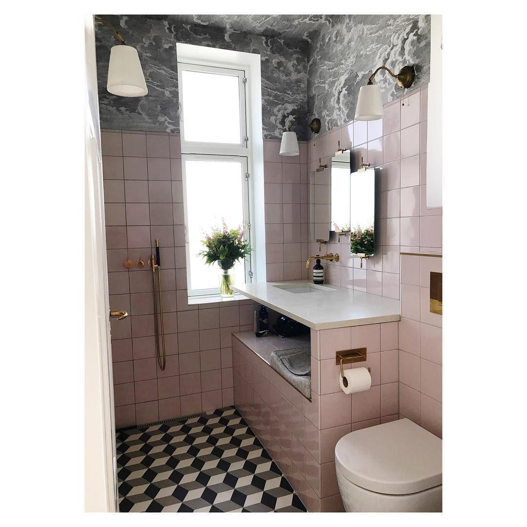Mit Diesen Handgriffen Richten Sie Ihr Kleines Bad Ein Bad Einrichten Kleines Bad Einrichten Runde Badezimmerspiegel