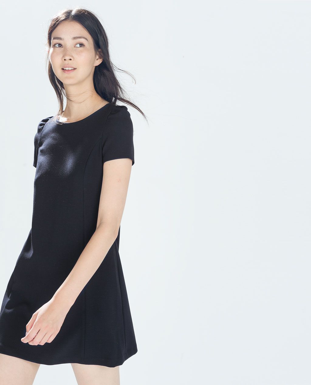 Zara Trafaluc Vestido de manga corta negro elegante
