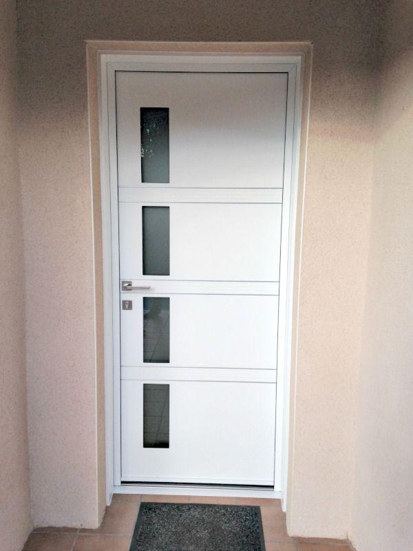 Que diriez-vous du0027une porte du0027entrée vitrée moderne fabriquée en