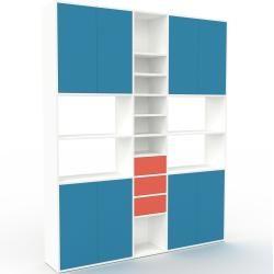 Photo of Wohnwand Weiß – Individuelle Designer-Regalwand: Schubladen in Rot & Türen in Blau – Hochwertige Mat