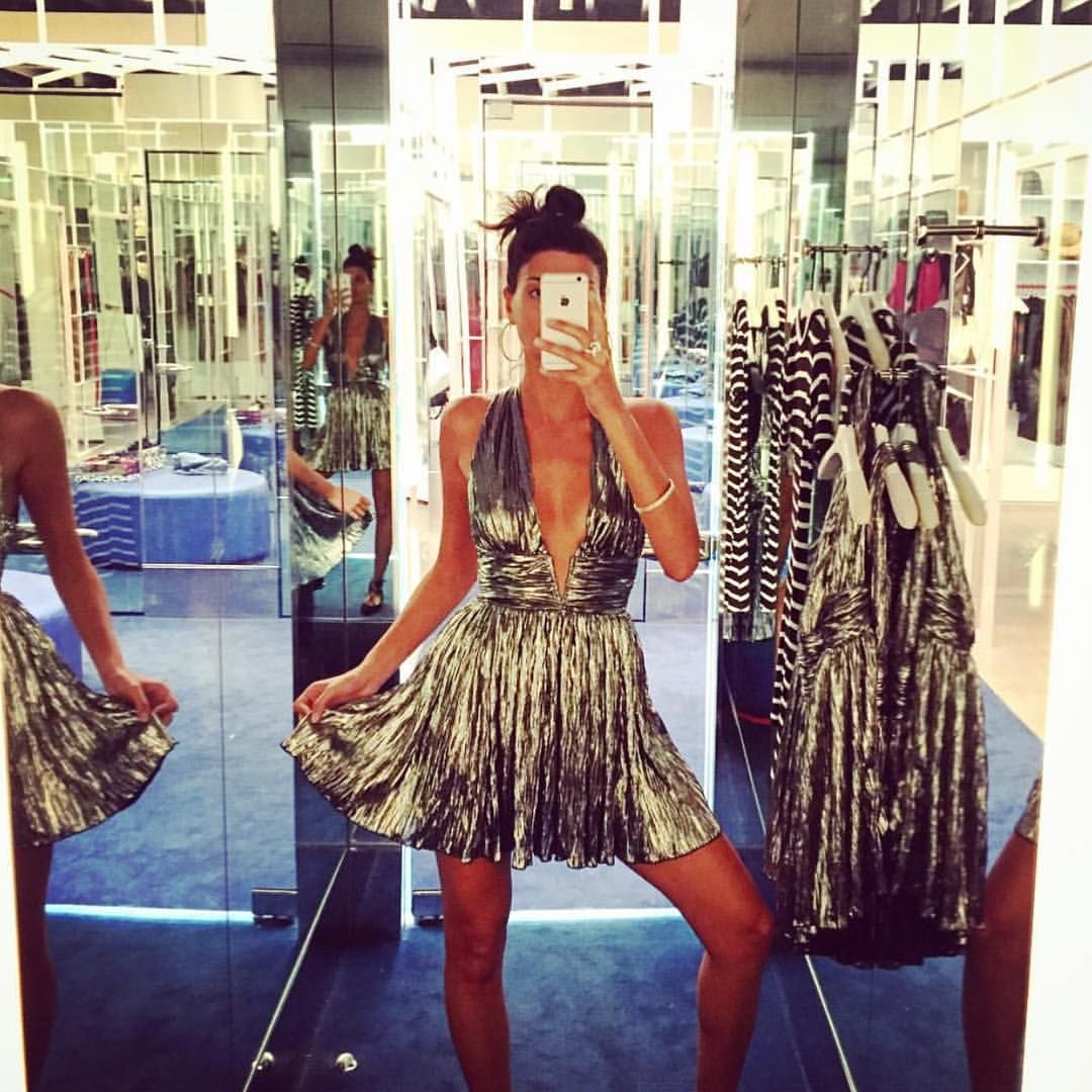 #wcw @bat_gio left us knocked out gold with this #NastyGalDressingRoomSelfie at @NastyGalMelrose ✨