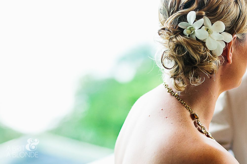 This Bride Came To Costa Rica For A Relaxing And Beautiful Wedding On The Be Hairstlyes Done By Sunflower Bella Peinados Echoes Por Sunflower Bella Cicek