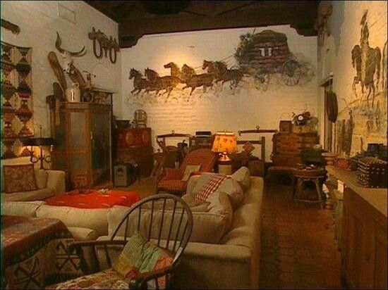 Good Love This Western Style Living Room. The Walls Are Awesome!