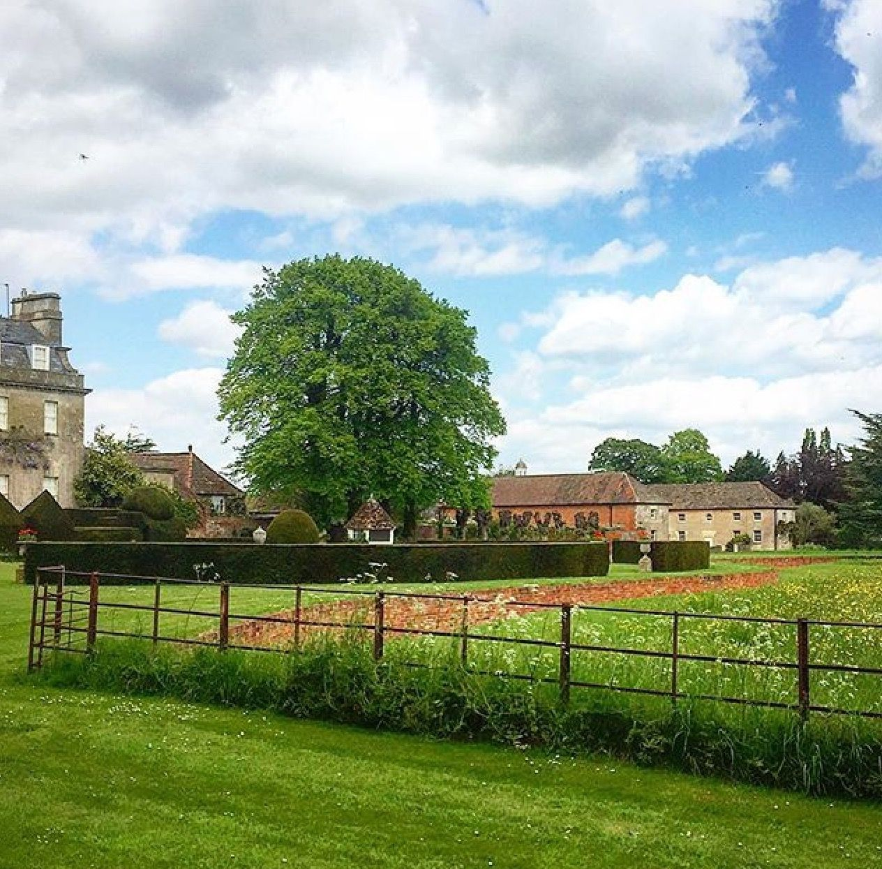 Pin by Amanda Clark on my English Garden | Manor garden ... on Kingdom Outdoor Living id=39553