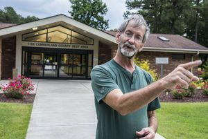 Man who landed on U.S. Capitol lawn stops near Fayetteville, criticizes Congress