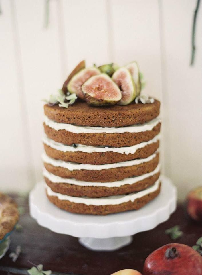 I love this nude cake idea. Really basic but lovely :)