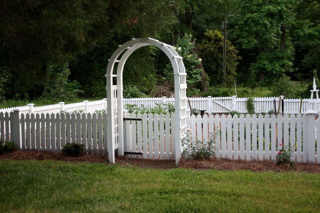 Vegetable Garden Fence Design attractive vinyl fencing for your vegetable garden - decorating