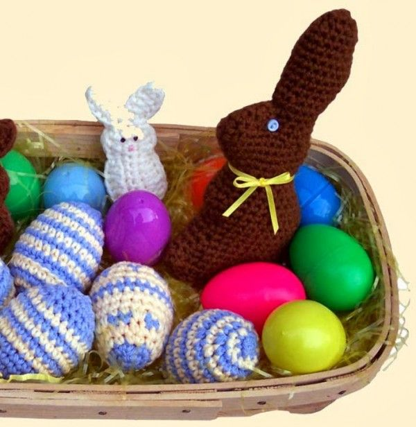 I\'m loving this free crochet pattern for a chocolate Easter Bunny ...