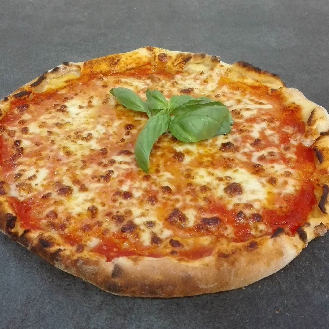 Sua maestà Margherita! #chefgiuliogf #chefinsalus #SaporeSalute #lefarinedigiulio #miscelautoprodotta #solofarinenaturali #pomodoroebasilico #mozzarella #naturalmentesg #gf #glutenfree #senzaglutine #singluten #nogluten #celiachia #foodporn #instafood #foodie #pickoftheday #bestphoto #instapic #life #like4like #instalike #instafollow #followme #alwaysfollowback #myrimini #rimini #riminiglutenfree by chefgiulio_gf_ipo