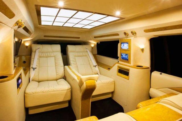 Auto-Interieur der Luxusklasse- 2018 Cadillac Escalade \u201cConcept one