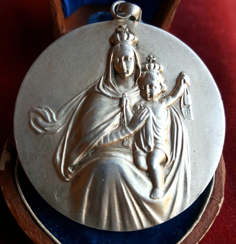 mary medallion virgin