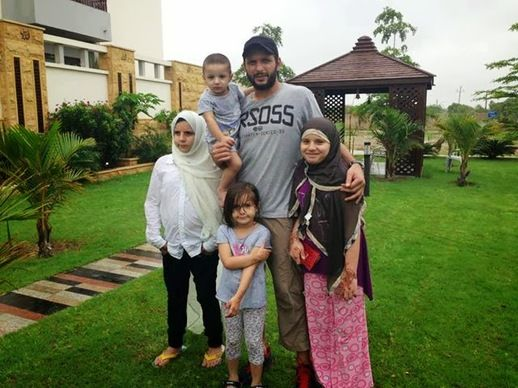 Shahid Afridi Family Pic