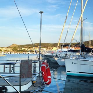 Ma come fanno i marinai... #fuggoinsardegna #sardegna #sardinia #sardiniaexperience #igersardegna #dafareinasardegna #tourist #travel #traveler #travelblog #blogger #italy #sea #boats