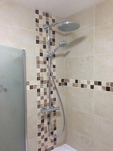 Idea For Mosaic Tiles Behind Shower