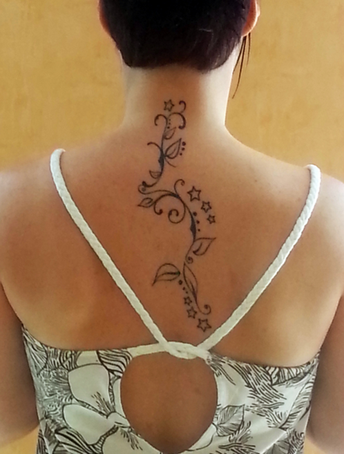 Tatouage arabesque tatouage arabesque arabesque et le dos - Tatouage femme dos arabesque ...