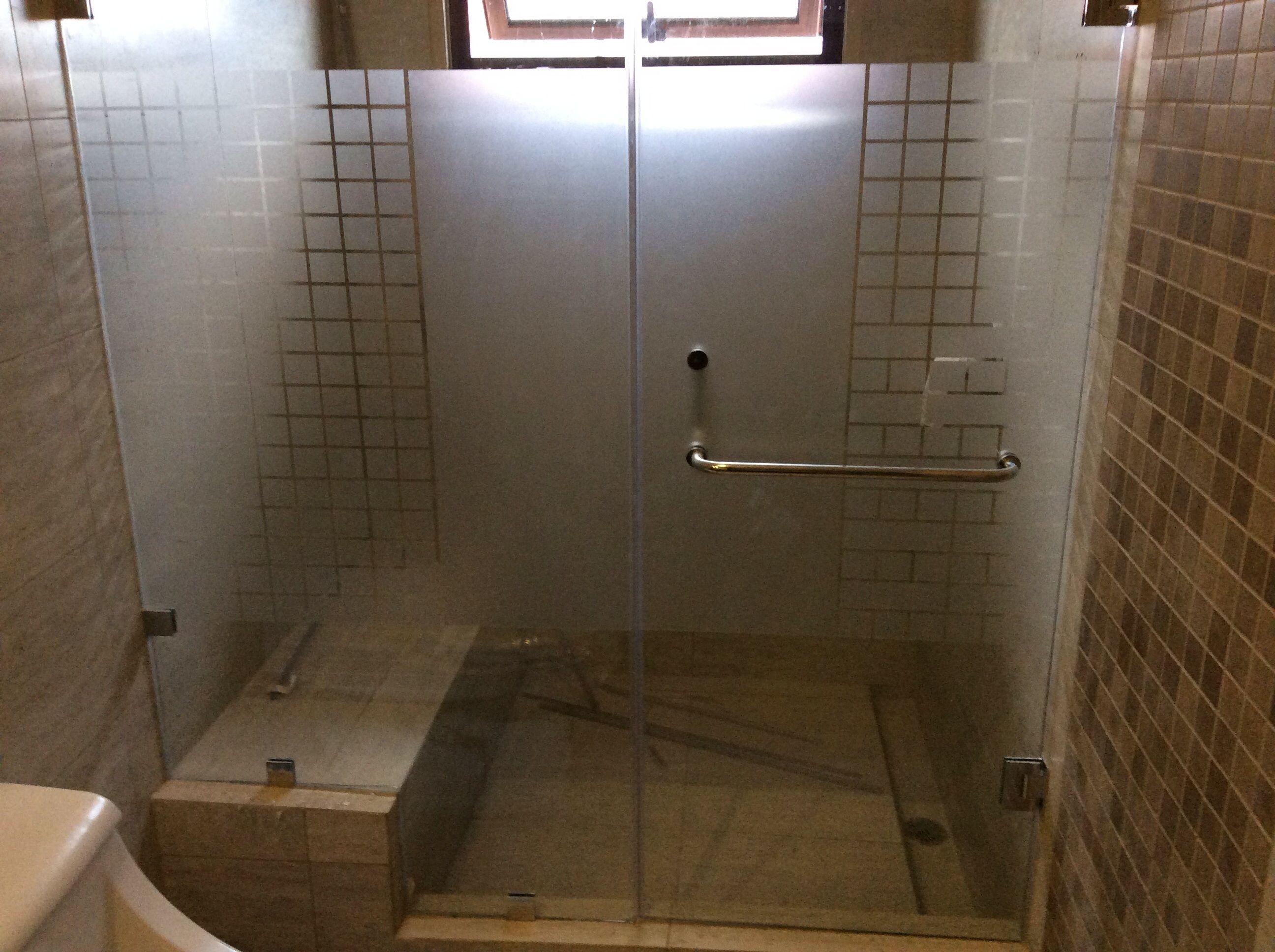 Puerta de vidrio templado y sand blast para ba o ba oss for Puertas de cristal para duchas