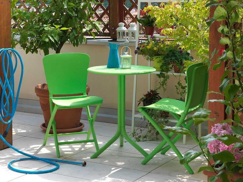 Tavolino Balcone ~ Fiori da balcone sedie tavolino rattan piante balconi fioriti