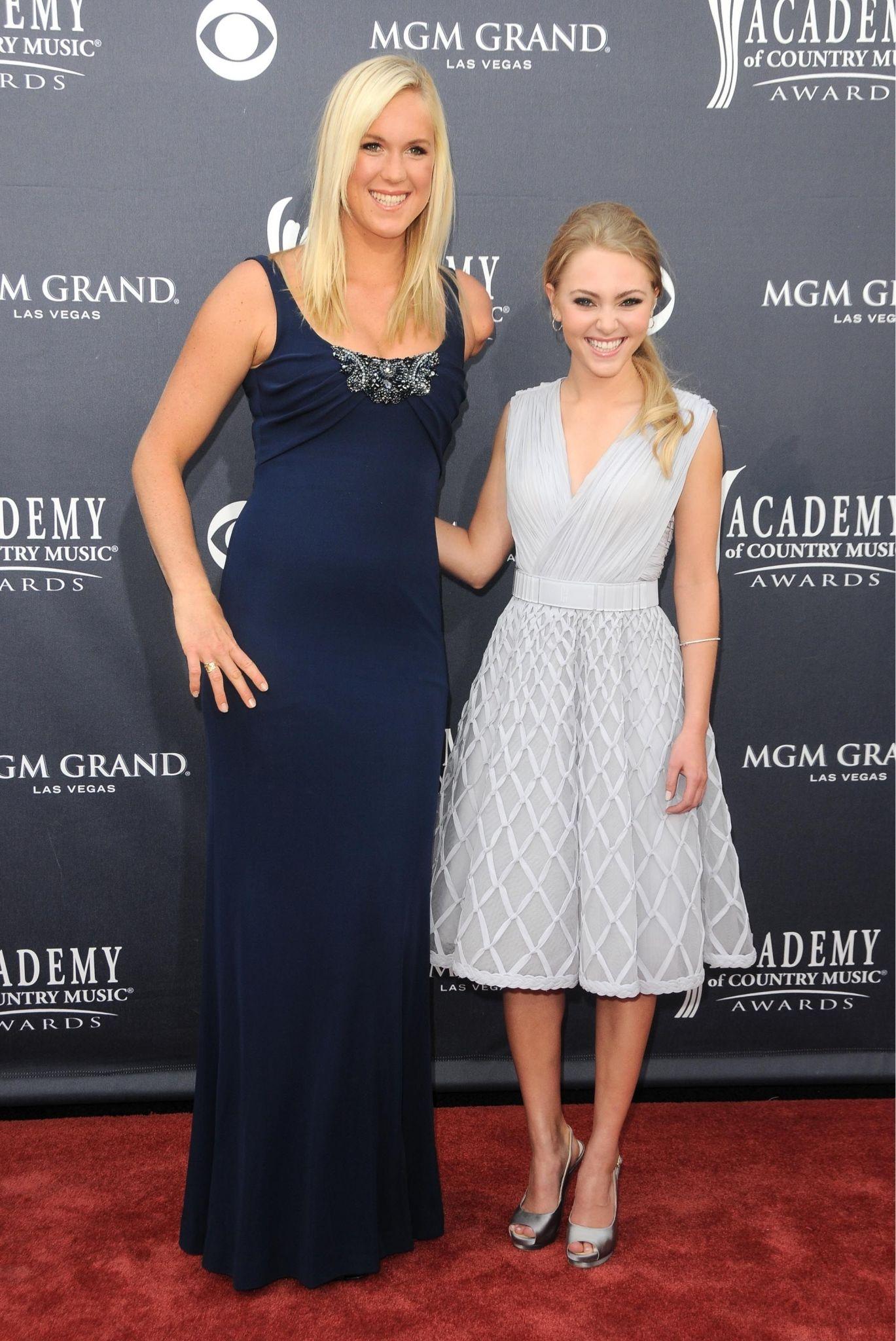 great dresses worn by Bethany Hamilton & AnnaSophia Robb | Tall girl  fashion, Tall girl fashion outfits, Tall girl fashion summer
