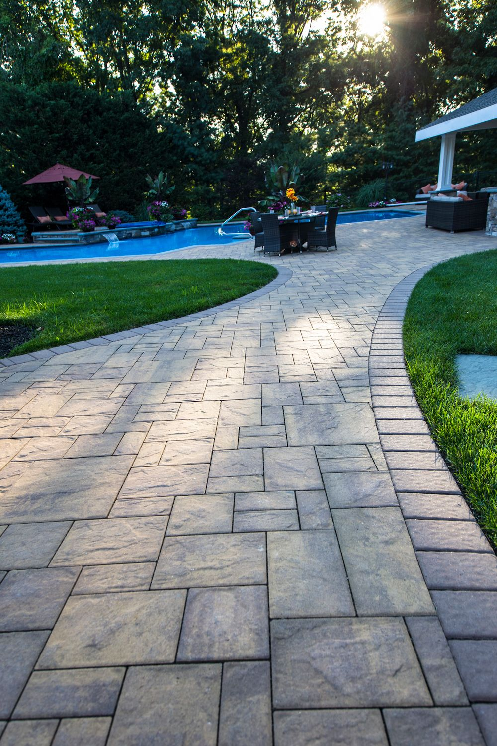 Cambridge pavingstones wall systems color options - Cambridge Pavingstones With Armortec Has Got All The Steps Covered To Get You The Perfect Patio