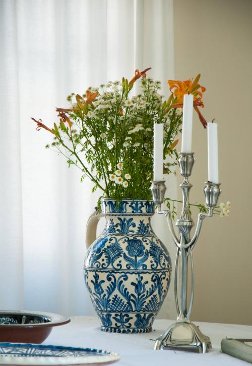 Beauty in small details #flowers #freshfromourgarden #bluesaxonvase #candles #design #comfortableandluxurious @Cincsor.Transylvania.Guesthouses