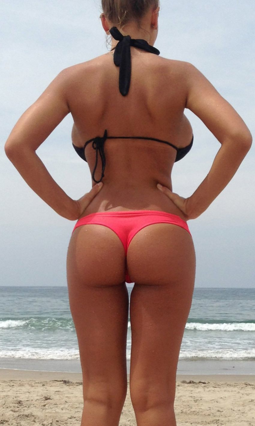 Sexy asses in thongs