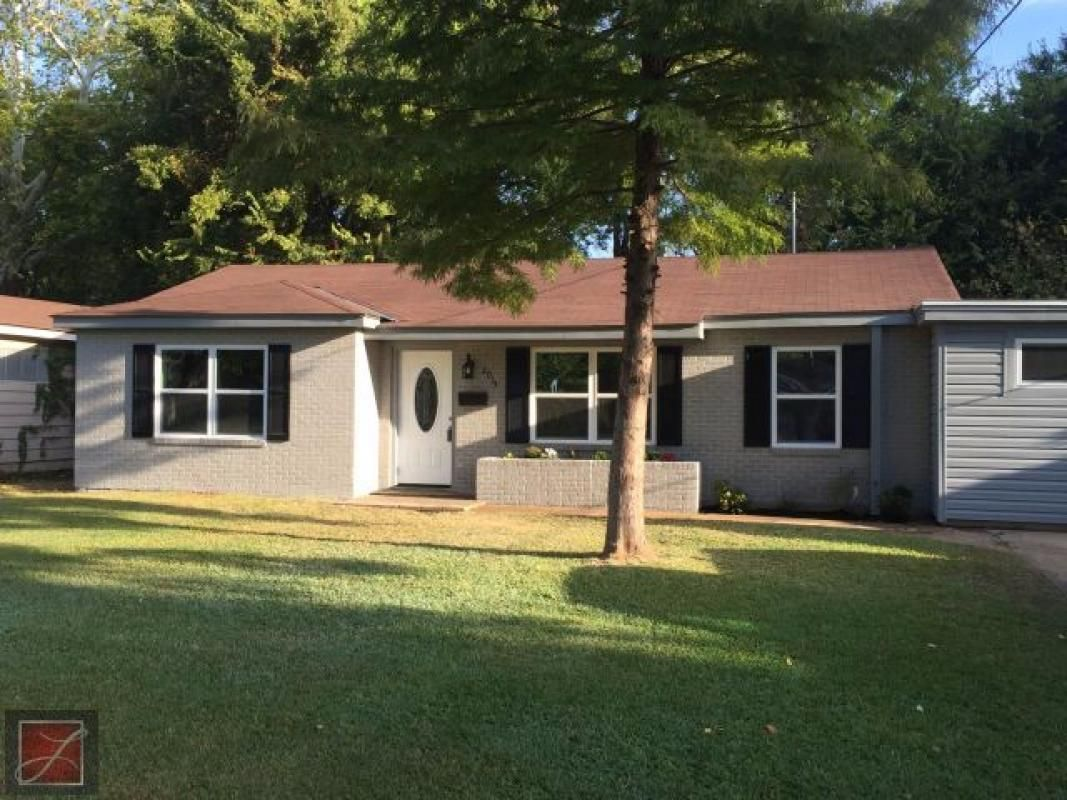 This Established Home Is Now Brand New What A Deal To Move In And Not Worry About A Thing Spectacular Kitche Keller Williams Realty Realty Beautiful Flooring