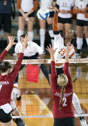 Texas Volleyball Soars Atop The Big 12 Volleyball Tcu Volleyball Female Volleyball Players
