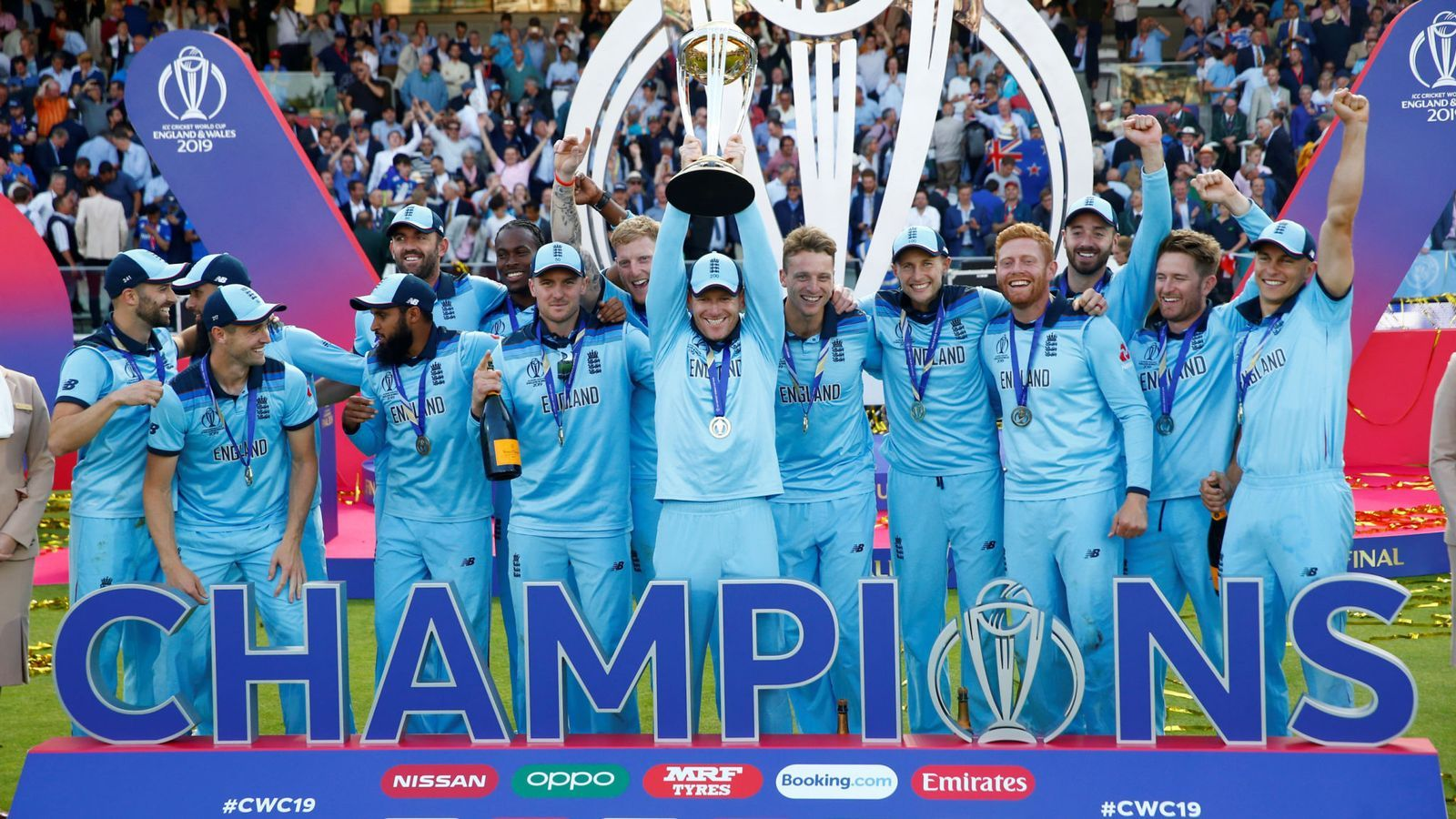England S Cricket World Cup Winners Hailed Heroes As They Celebrate Historic Victory Cricket World Cup World Cup Winners Cricket World Cup Winners