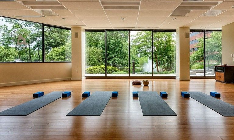 37 Fancy Yoga Studio Design Ideas That Will Make You Relax Yoga Studio Design Yoga Room Design Yoga Studio Decor
