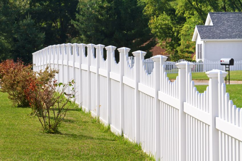 26 White Picket Fence Ideas And Designs Backyard Fences Fence